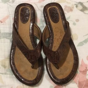 Bebe embossed brown thong sandals size 8